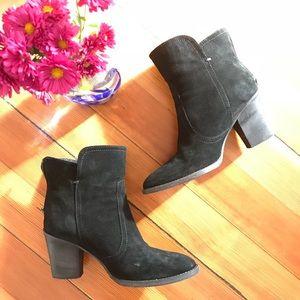 Aquatalia black suede size 8 ankle boots